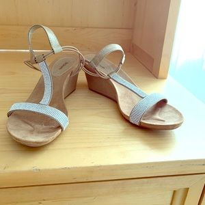 Wedge sandals with cute silver design